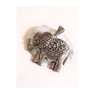 Jewelry - Giant elephant pendant